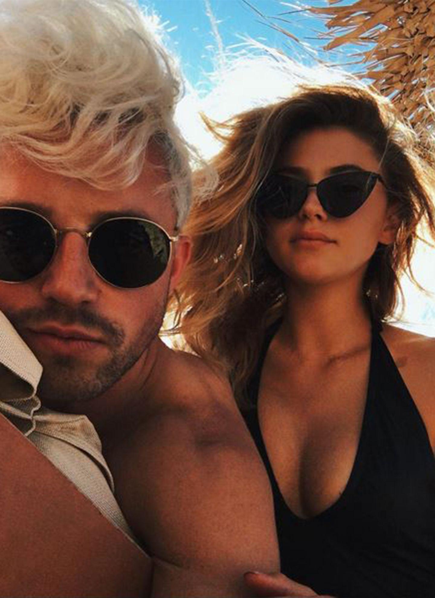 Als Bikini-Beauty muss natürlich eine besondere Sonnebrille her. Stefanie Giesinger hat sich deshalb für ein Cateye-Modell entschieden, das die Sixties wieder aufleben lässt.