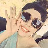 Windgeschützt! Für eine Spritztour am Wochenende ist die große Retro-Brille für Lady GaGa genau das richtige.