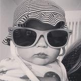 Baby Cool! Michelle Hunzikers süße Tochter Celeste bezaubert die Instagram-Follower ihrer Mama mit ihrer lässigen Wayfarer-Sonnenbrille.
