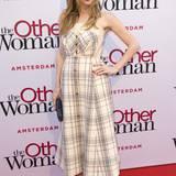 """Leslie Mann bezaubert bei der Amsterdam-Premiere von """"Schadenfreundinnen"""" im karierten Bustier-Kleid von Delpozo."""