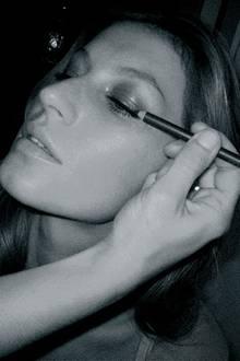 Styling am Morgen: Für die Vero Moda-Kampagne arbeitet Gisele mit der Make-Up-Stylistin Pati Dubroff und dem Haar-Stylisten Bob
