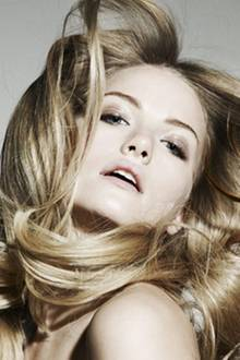 Glänzen sollst Du! Denn nichts wirkt erotischer auf purer Haut als schimmerndes Haar. Spiel das Spiel der Verführung! Mit lichte