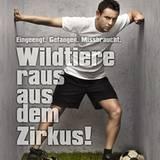 """23. Januar 2012: FC Bayern-Spieler Rafinha unterstützt die Peta-Kampagne """"Wildtiere raus aus dem Zirkus"""".   Eingeklemmt zwischen"""