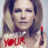Schauspielerin Sophie Schütt präsentiert sexy und blutig das neue Peta-Motiv gegen Tierversuche in der Kosmetikindustrie.