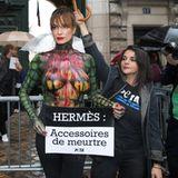 Schauspielerin Alexandra Kamp nutzt die Pariser Fashion Week, um gemeinsam mit Peta auf tierquälerische Lebens- und Todesumstände von Reptilien hinzuweisen.