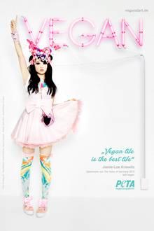 Auf der PETA-Kampagne zeigt sich Jamie-Lee in typischer Manga-Mädchen-Klamotte.