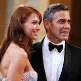 """Sarah Larson  Der Schauspieler und die ehemalige Kellnerin sind rund ein Jahr lang ein Paar. Sarah Larson begleitete George Clooney sogar zu den """"Oscars"""" 2008."""