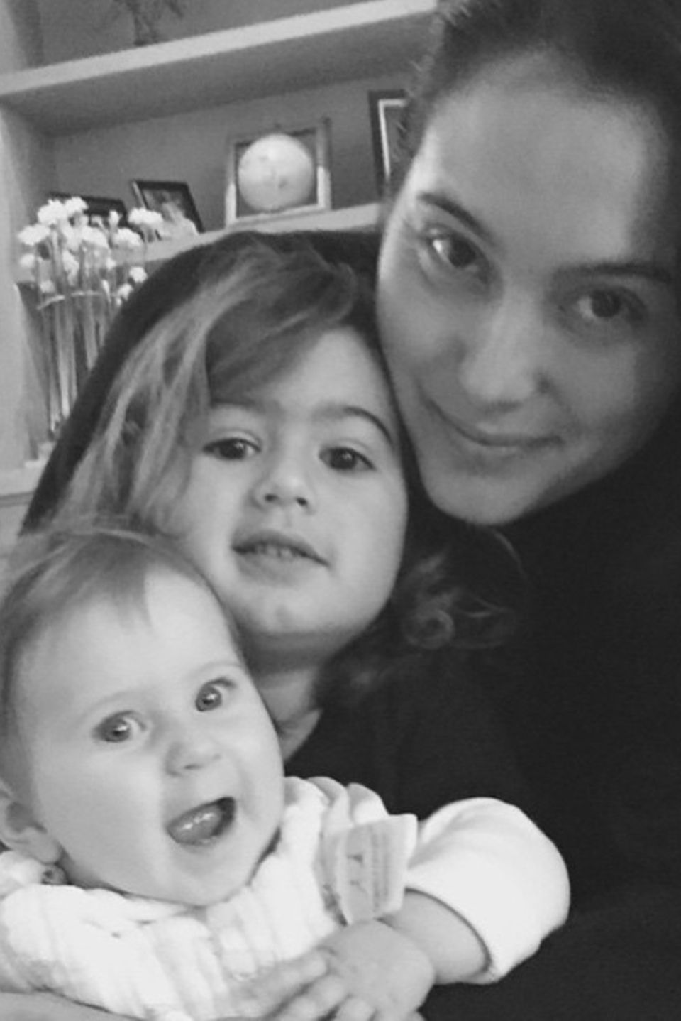 """Rumer Willis gratuliert nicht nur Mutter Demi Moore, sondern auch ihrer Stiefmama Emma Heming zum Muttertag. """"Thank you for giving me two beautiful baby sisters. I am so lucky to have you and them in my life. I love you."""""""
