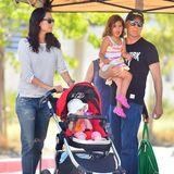 Juli 2015  Bruce Willis und Emma Hemming sind mit ihren beiden Töchtern Evelyn und Mabel auf dem Weg zu einem Bauernmarkt.