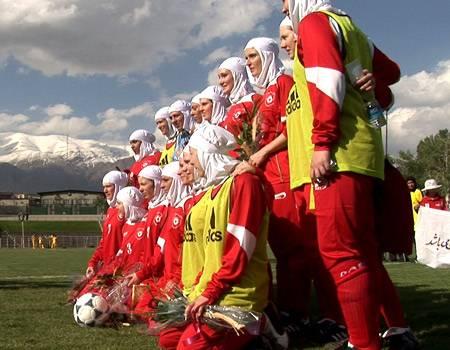 Die Mannschaft aus Berlin hat in Deutschland schon mit Kopftuch trainiert, um sich an das für sie ungewöhnliche Outfit zu gewöhn