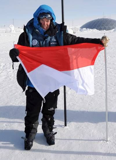 Mit dem Abenteurer Mike Horn durchquerte Prinz Albert auf Skiern Teile des Südpols