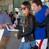 Nachdem Lea Michele in New York landet, wird sie von Autogrammjägern verfolgt.