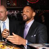 Nur Autogramme signieren ist Will Smith' Sache nicht, er unterhält sich auch gerne mit seinen Fans.
