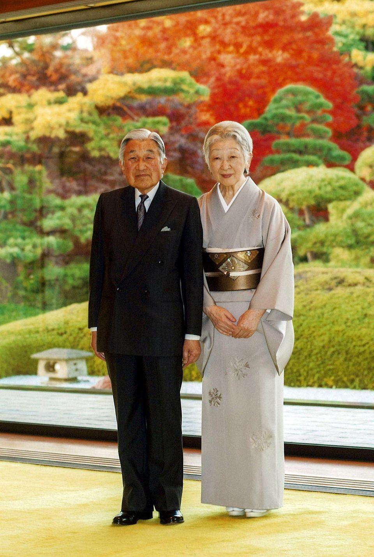23. Dezember 2015: Kaiser Akihito feiert seinen 82. Geburtstag. Der kaiserliche Hof hat zu diesem Anlass ein neues Bild veröffentlicht, das ihn gemeinsam mit Kaiserin Michiko zeigt.