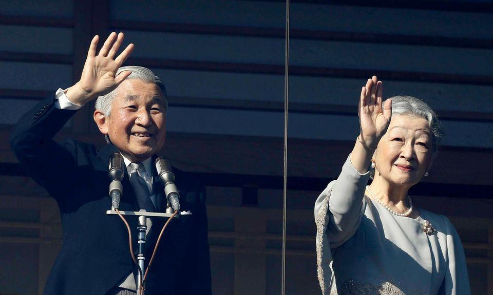 2. Januar 2013: Kaiser Akihito und Kaiserin Michiko zeigen sich zu den traditionellen Neujahrsfeierlichkeiten am kaiserlichen Palast.