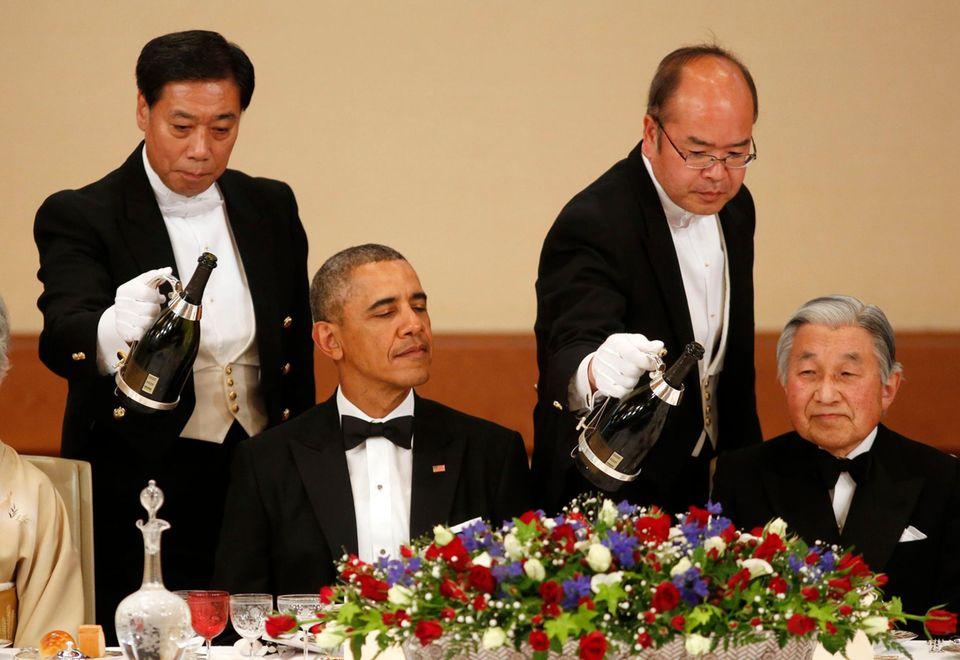 24. April 2014  US-Präsident Barack Obama ist zu Gast bei Kaiser Akihito im Königspalast in Tokio. Am Abend beim Staatsdinner gibt es Champagner.