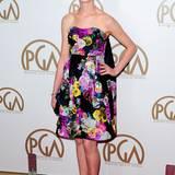 Florale Looks: Auch Anne Hathaway schmückt sich gern mit den floralen Motiven von Erdem.