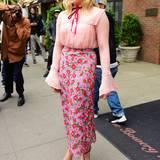 Der romantische und farbenfrohe Gucci-Look steht auch Chloe Grace Moretz hervorragend.