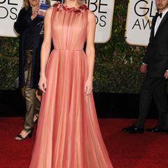 Pretty in Pink! Amber Heard begeistert im altrosafarbenen Traumkleid mit floralen Verzierungen.