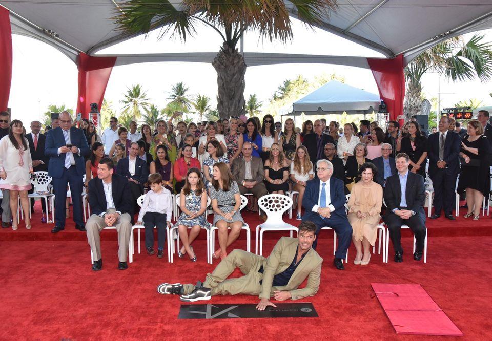 Ricky Martin freut sich über seinen Stern auf dem Puerto Rico Walk of Fame in San Juan.