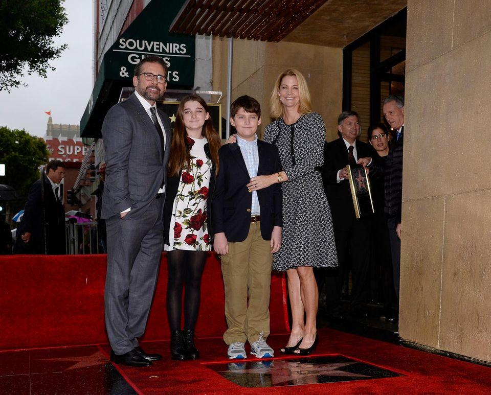 """Über die Auszeichnung, die Steve Carell für Filme wie """"Jungfrau (40), männlich, sucht"""" und """"Evan Allmächtig"""" bekommt, freuen sich auch seine Frau Nancy sowie ihre beiden Kinder Anne und John."""