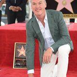 """28. Juli 2016: Michael Keaton ist stolz auf seinen Stern auf dem """"Walk Of Fame"""". """"Ich wollte immer nur gut sein, das ist wirklich alles, was ich wollte"""", sagt der Schauspieler bei der Ehrung. """"Und ich denke, das bin ich manchmal, und manchmal bin ich ziemlich verdammt gut"""", scherzt er weiter."""