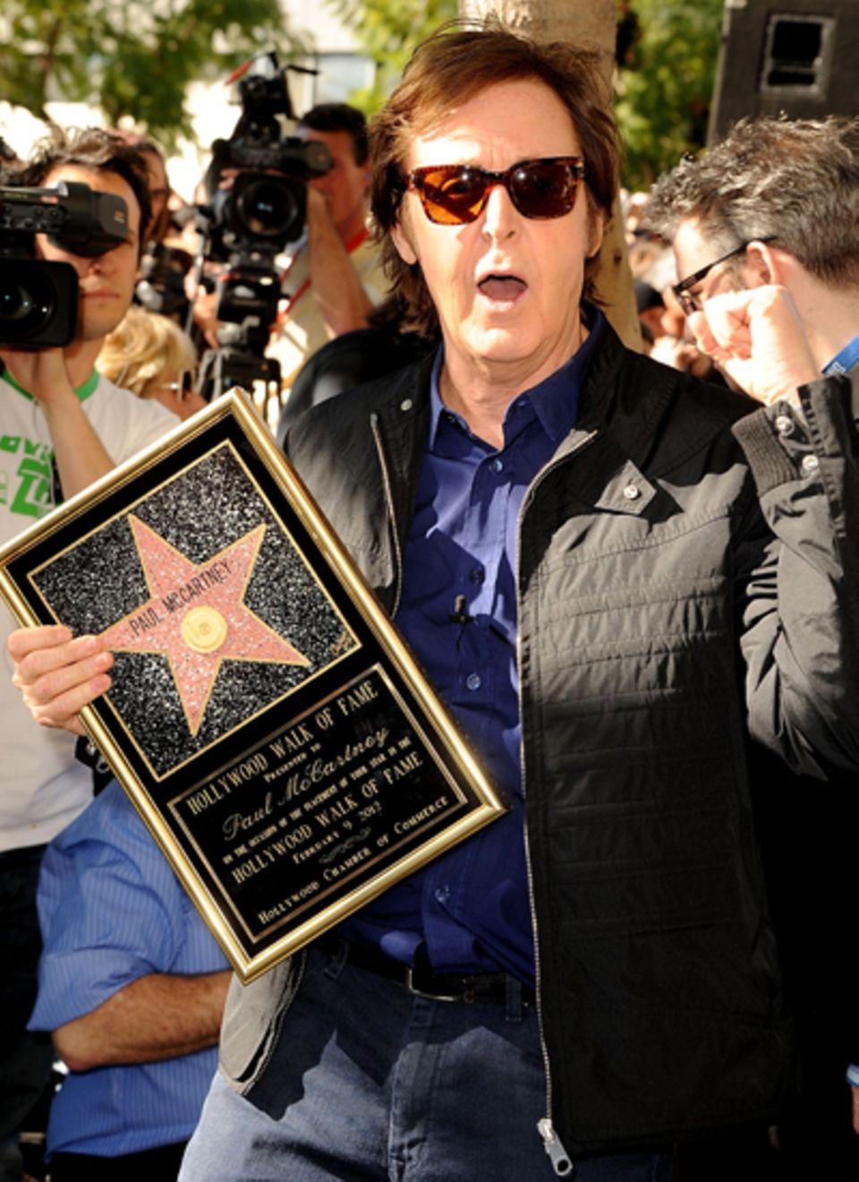 """9. Februar 2012: Paul McCartney freut sich als letzter der """"Beatles"""" über seinen Stern."""