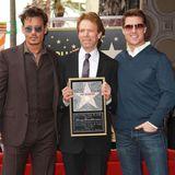 """24. Juni 2013: Produzent Jerry Bruckheimer wird mit einem Stern auf dem """"Walk Of Fame"""" geehrt. Unter die Gratulanten haben sich auch Johnny Depp und Tom Cruise gemischt, die beide bereits in einigen Bruckheimer-Filmen mitspielten."""
