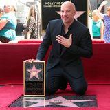 """26. August 2013: Vin Diesel zeigt sich gerührt, als er seinen Stern auf dem berühmten """"Walk of Fame"""" enthüllt."""