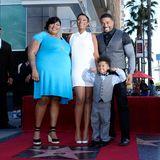 13. November 2013: Sängerin Jennifer Hudson wird mit einem Stern auf dem Walk of Fame geehrt. Mit dabei sind ihre Schwester Julia, ihr Sohn David Jr. und ihr Partner David Otunga.