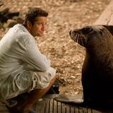 Wissenschaftler Jack (Gerard Butler) mit Selkie, der Seelöwin