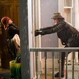 Erst der fiktive Abenteurer Alex Rover (auch Gerard Butler) kann die ängstliche Schriftstellerin Alexandra zum Aufbruch bewegen