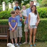 14. Juli 2013  Familienurlaub im französischen Cahors: Prinz Felix, Prinz Nikolai, Prinz Henrik, Prinzessin Athena, Prinz Joachim und Prinzessin Marie erholen sich auf einem Weinschloss.