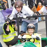 16. Mai 2014  Prinz Joachim und seine Sohn Prinz Felix geben beim Seifenkistenrennen in Aarhus ordentlich Gas.