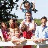 24. Juli 2014  Prinzessin Marie und Prinz Joachim sind mit ihren Kindern zum alljährlichen Sommerfototermin auf Schloss Graasten im südlichen Dänemark gekommen.