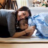 24. Januar 2013  Mama Marie kuschelt mit ihrem kleinen Sonnenschein.