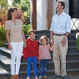 14. August 2015  Heute ist sein großer Tag - Prinz Henrik von Dänemark wird eingeschult. Begleitet wird er dabei natürlich von seinen Eltern Prinzessin Marie und Prinz Joachim. Auch seine Schwester Prinzessin Athena ist mit dabei.