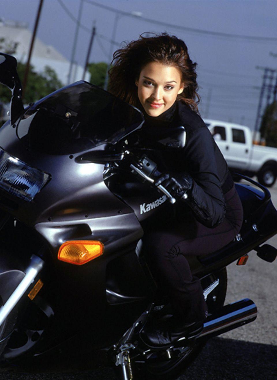 """2000: Mit der Rolle der genetisch veränderte Soldatin """"Max Guevara"""" in James Camerons """"Dark Angel"""" schafft Jessica Alba den Durc"""