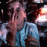 """In """"Rosemaries Baby"""" verbirgt Mia Farrow ihre entsetzten Schreie unter ihren Händen."""