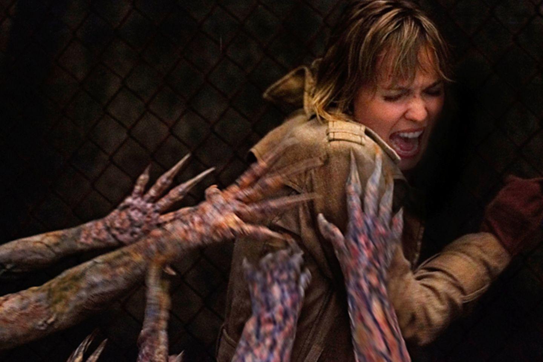 """In """"Silent Hill"""" versucht Radha Mitchell den Untoten zu entfliehen."""