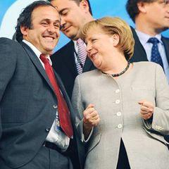 Da freut sich aber unsere Bundeskanzlerin: Deutschland gewinnt das Spiel ja auch 3:2 gegen die Türkei