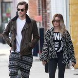 Ashley Tisdale und ihr Mann Christopher French scheinen die gleiche Vorliebe für auffällige Muster und dezente Farbgebung zu teilen.