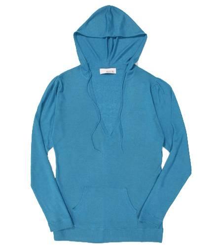 Strand, Shop, Sofa: Das Kapuzenshirt aus kuscheligem Kaschmir hat definitiv Lieblingsteil-Potenzial. Von Allude, ca. 140 Euro