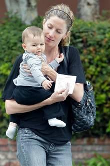 12. Juli 2010: Gisele Bundchen ist mit ihrem Sohn Benjamin auf dem Weg zu einem Kinderarzt. Ob der Kleine etwas ahnt, etwas miss