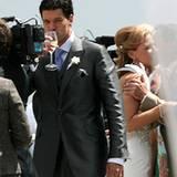 Der Bräutigam genehmigt sich ein Gläschen Sekt