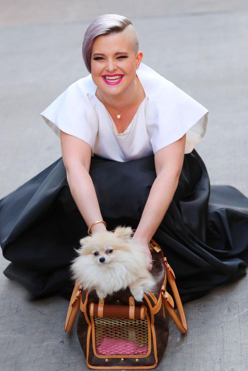 Bei Hündin Nancy geht sogar Kelly Osbourne auf die Knie. Sie nimmt ihren Zwergspitz mit zur amFar Gala.