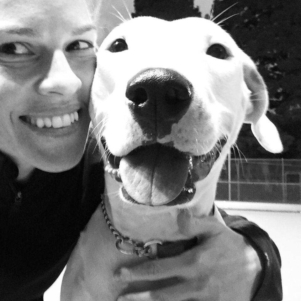 Hilary Swank begrüßt mit einem Instagram-Posting ihr neues Familienmitglied Dotti.