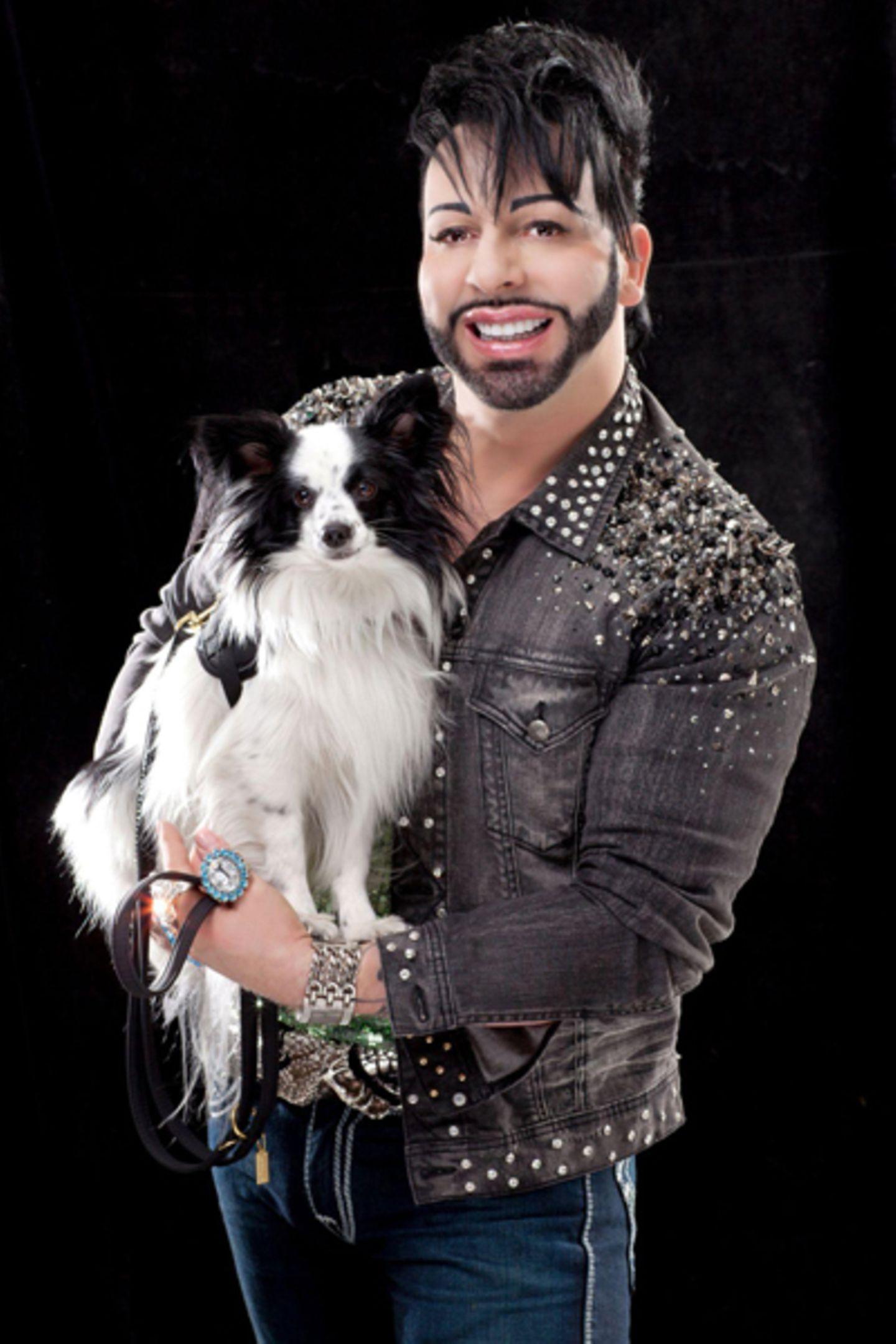 """Hund """"Billy King"""" ist immer dabei: Der Zwergspaniel inspirierte den Designer zu seiner aktuellen Kollektion für Hunde."""