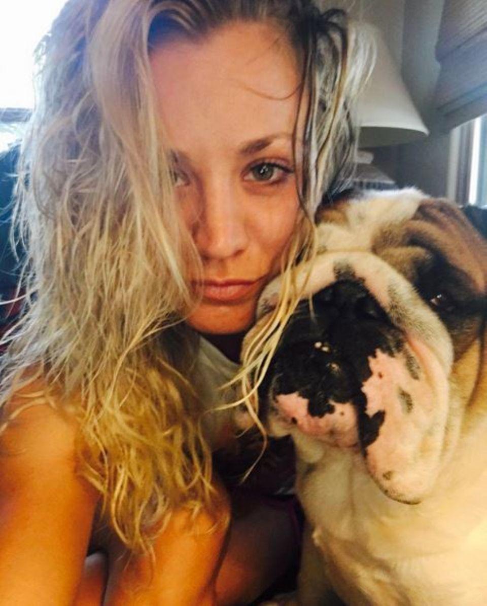 Schauspielerin Kaley Cuoco ist ein absoluter Hundenarr.