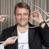 Hape Kerkeling wird für seine Wachsfigur genau vermessen.